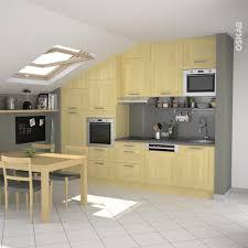 cuisine bouleau cuisine en i sous pente ouverte sur salon meuble bois décor