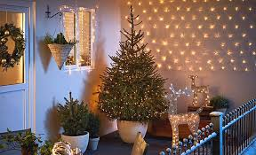 how to care for a real christmas tree help u0026 ideas diy at b u0026q