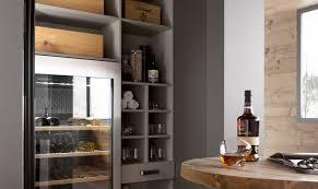 cave a vin dans cuisine la cave à vins de la cuisine au salon perene