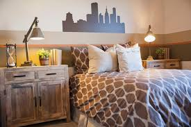 How To Decorate A Guest Bedroom On A Budget - how to stage your home with inexpensive decor