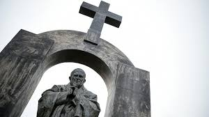 Cross On - 40k sign petition to defend the cross on pope s statue in