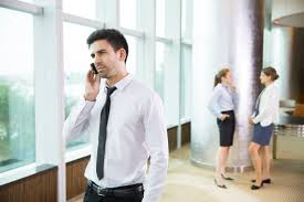 bureau homme d affaire homme d affaires parlant au téléphone au bureau télécharger des