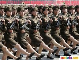 foto aksi wanita perkasa korea utara yang tangguh di bidang