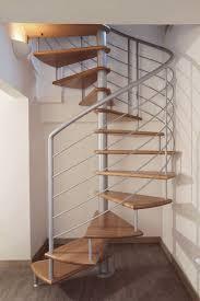 escalier design bois metal escalier en colimaçon marche en bois structure en métal sans