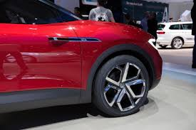 volkswagen u0027s id crozz looks electrifying in red cnet page 18