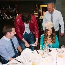 local magicians for hire restaurant wedding table magician infiniti dynamo style magic