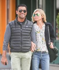 kelly ripa children pictures 2014 kelly ripa and mark consuelos take romantic manhattan stroll daily