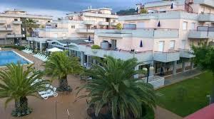 grottammare le terrazze giochi popolari vicino alla piscina foto di residence hotel le