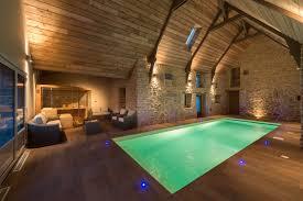 une nuit en amoureux avec dans la chambre nuit romantique dans la chambre glycine avec piscine privative