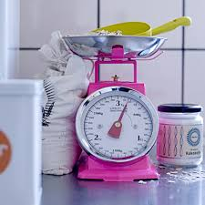ustensile de cuisine vintage balance de cuisine en métal vintage 3 kg fluo ou