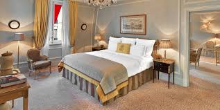 decoration de luxe luxury hotel rooms u0026 suites with eiffel tower view plaza athenee