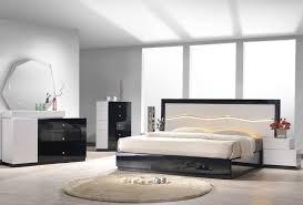 Ariana Bedroom Set Contemporary Modern Design Turin Light Grey And Black Lacquer Platform Bedroom Set From J U0026m