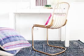 chaise dor e diy comment peindre des chaises en métal en doré