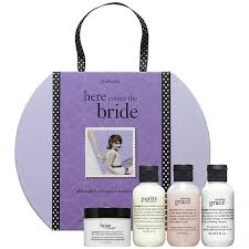 what gift to give at a bridal shower bridal shower gift ideas she ll adore trueblu bridesmaid