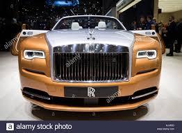 roll royce 2016 rolls royce car showroom stock photos u0026 rolls royce car showroom
