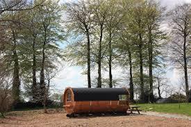 chambre hote insolite hebergement insolite normandie dormir dans un tonneau en normandie