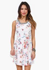 graduation dresses for 11 graduation dresses for college and high school seniorsbroke and chic
