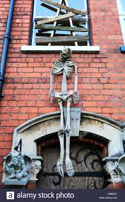 Halloween Skeleton Decorations Uk by Haunted House Skeleton Hanging Above Door Entrance Scary To Scare