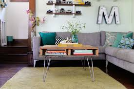 Diy Wooden Pallet Coffee Table by Diy Pallet Table With Hairpin Legs