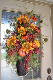 67 Cute And Inviting Fall Front Door Décor Ideas DigsDigs