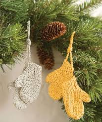 mitten ornaments http www redheart free patterns mitten