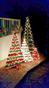 How To String Christmas Tree Lights by 281 Best Christmas Outdoors Images On Pinterest Christmas Ideas