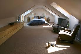 chambre sous combles couleurs idées chambre sous les combles avec plafonds et murs de même couleur