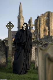 thousands descend on seaside town for whitby goth weekend daily