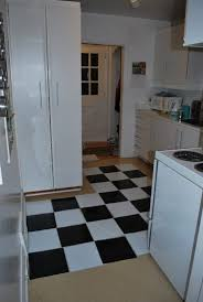 Black And White Kitchen Floor Tiles - how to lay vinyl black and white flooring in stripes the