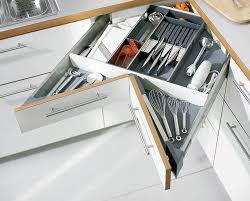 tiroir angle cuisine meuble d angle cuisine moderne et rangements rotatifs en 35 photos