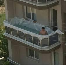 ringhiera fai da te il bambino nella piscina fai da te sul balcone l ironia della