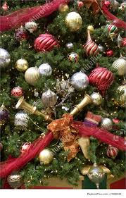 picture of christmas tree horns and ribbons