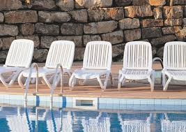 White Resin Lounge Chairs Outdoor Resin Pool Lounge Chairs Easy Steps To Clean White Resin