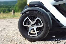 twizy renault renault twizy review is it a bird is it a plane ev performance