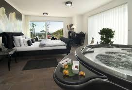 whirlpool im schlafzimmer romantik pur 14 hotelzimmer mit privatem whirlpool buddha