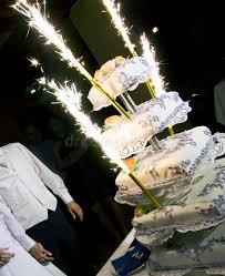 feux d artifice mariage gâteau de mariage avec des feux d artifice photographie stock
