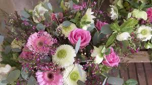 composition florale mariage décoratrice florale nantes creation florale petite fleur