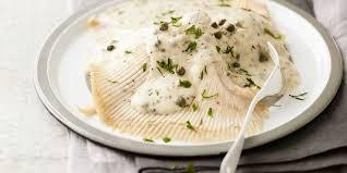 comment cuisiner de la raie aile de raie et beurre aux câpres facile recette sur cuisine actuelle