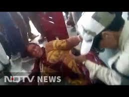Girls With Beef Curtains Muslim Women Beaten Over Beef Rumour Spectators Film Attack Cops