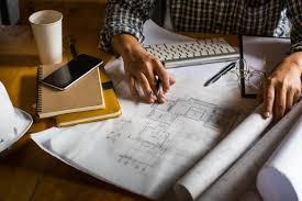 le bureau retro l architecte créatif se projette sur les grands dessins dans le