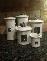 what to put in kitchen canisters kitchen bling sithy things
