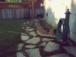 How To Lay A Paver How To Lay A Flagstone Pathway In An Existing Lawn