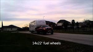 Dodge Ram 3500 Weight - 06 dodge mega cab 3500 6 u0027lift kit towing a 40ft toy hauler youtube