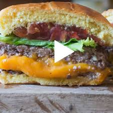 cuisiner un hamburger recette en vidéo d un hamburger bien juteux