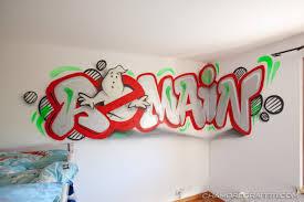 graffiti chambre sur le thème de ghostbuser sos fantome en phosophorescent