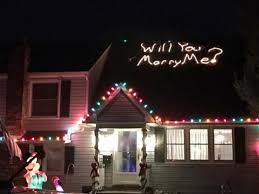 man proposes in christmas light display on roof abc news