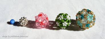 beaded balls by pralinkova princezna on deviantart