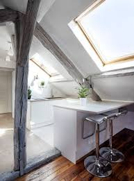 cuisine sous pente 9 solutions pour aménager une cuisine sous les toits