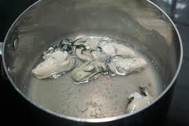 cuisiner les huitres vidéo décoquiller et pocher les huîtres