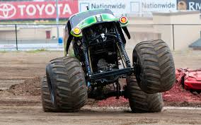 monster trucks video grave digger monster truck feature video motor trend